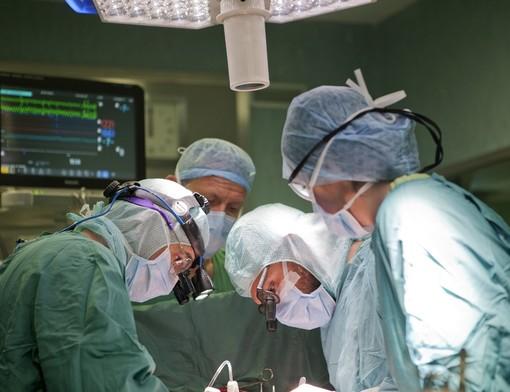 Quando la mano si ammala: chirurgia d'avanguardia, farmaci di ultima generazione e protesi