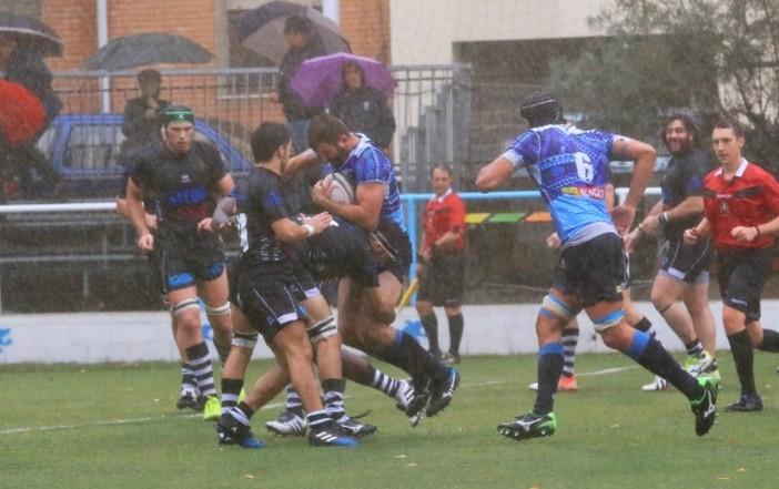 Nella foto di Osvaldo Ciotti una fase di Tossini Pro Recco-Lyons Piacenza, giocata sotto una pioggia battente sul terreno del Carlo Androne