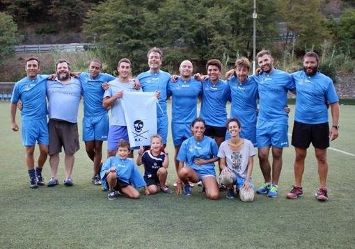 Nella foto di Luigi Galli la squadra che rappresentava il quartiere di Collodari, che si è aggiudicata l'edizione di quest'anno del Palio della Sagra del Fuoco