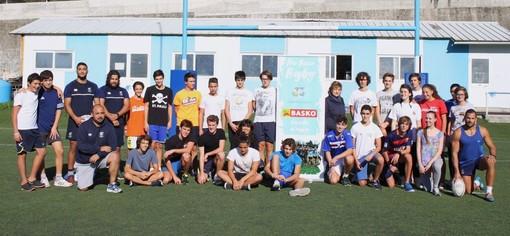 """Un gruppo di studenti al Carlo Androne di Recco per partecipare ad uno degli appuntamenti dedicati all'iniziativa """"A Scuola di Rugby"""""""