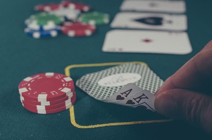 Giochi online: gli italiani preferiscono le carte